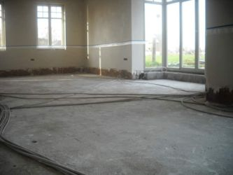 Vloerisolatie: de bouwheer is klaar met de voorbereidende werken